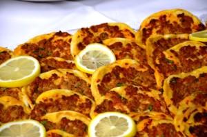 Türkische Hackfleischpizza