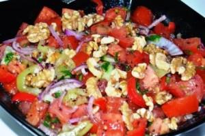 Türkischer Tomatensalat mit Walnüsse